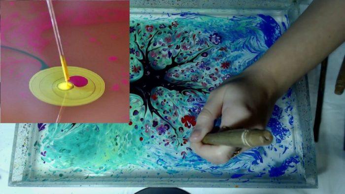 Рисование фантазийного дерева на воде с помощью тонкого шила и изображение в квадрате пластмассовой палочки для детей