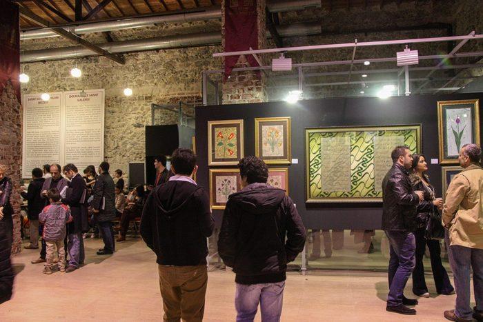 Выставка картин в технике эбру в Турции