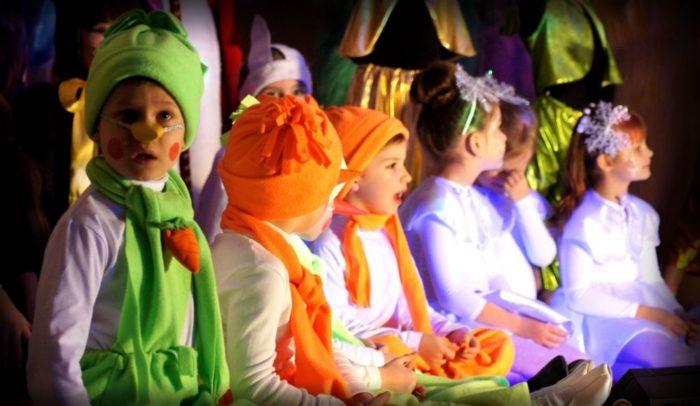 Театр миниатюр у младшей школьной группы