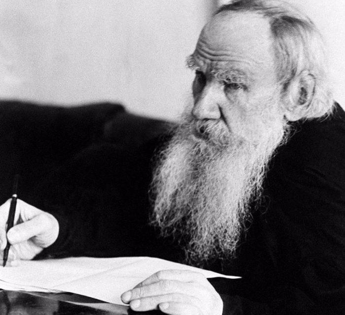 Лев Толстой за работой