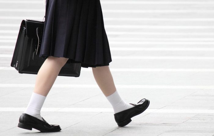 Школьная обувь на ученице