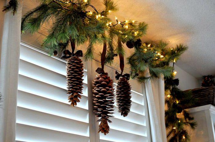 Новогодняя гирлянда с еловыми шишками
