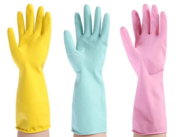 разноцветные резиновые перчатки
