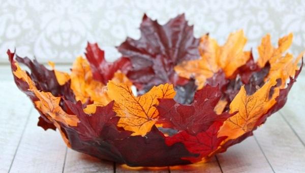 Вазочка из листьев