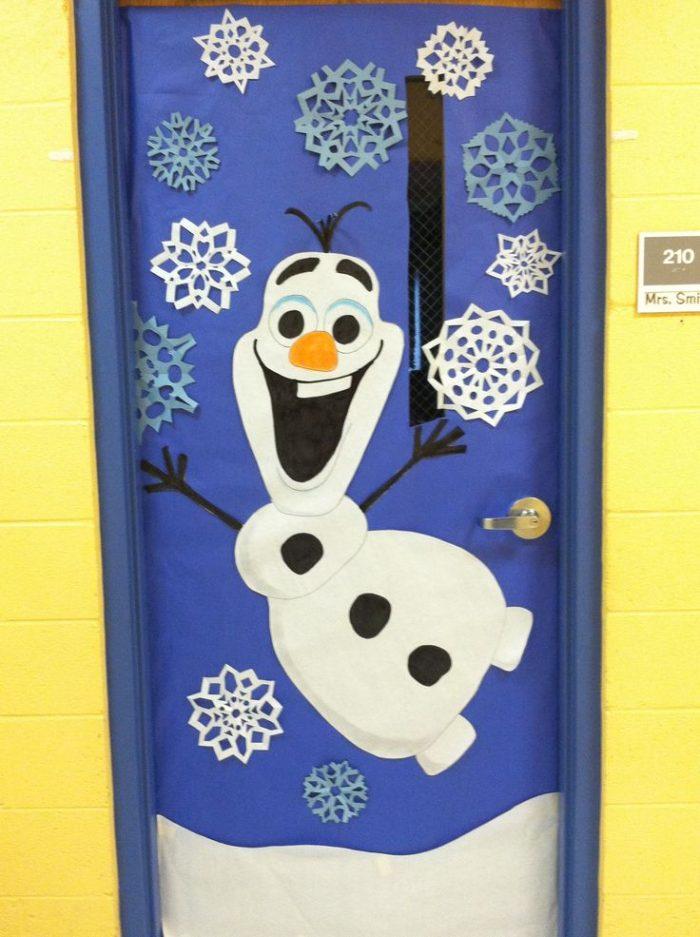 Украшение двери на новый год