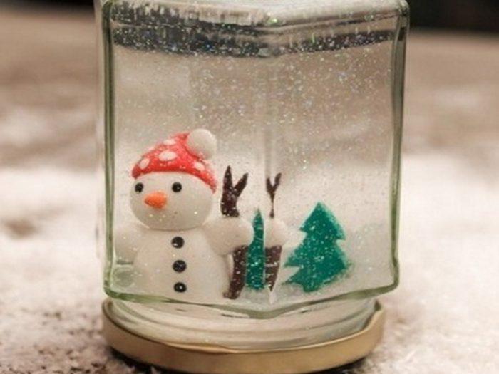 Падающий снег в банке своими руками