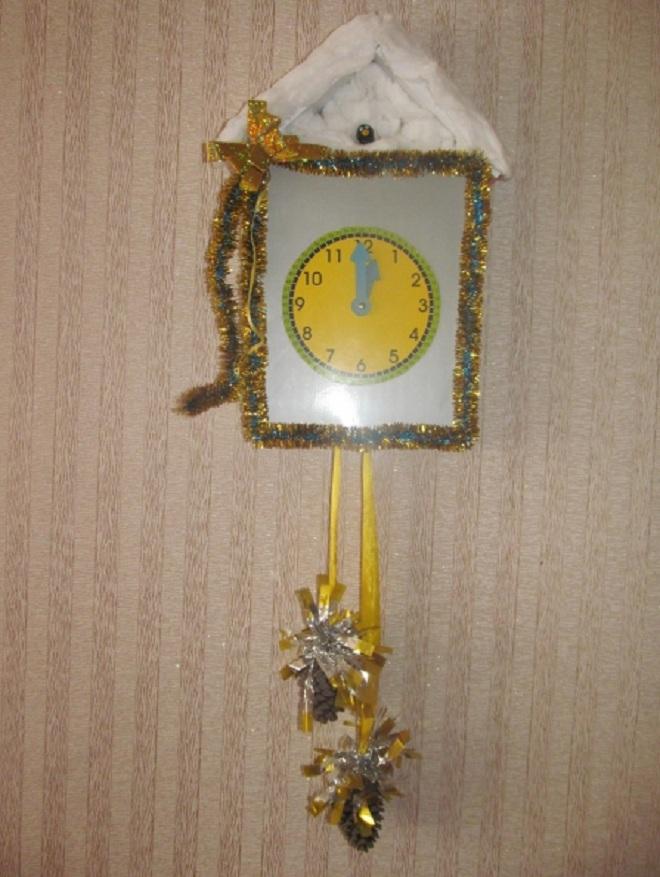 Оформление часов на Новый год