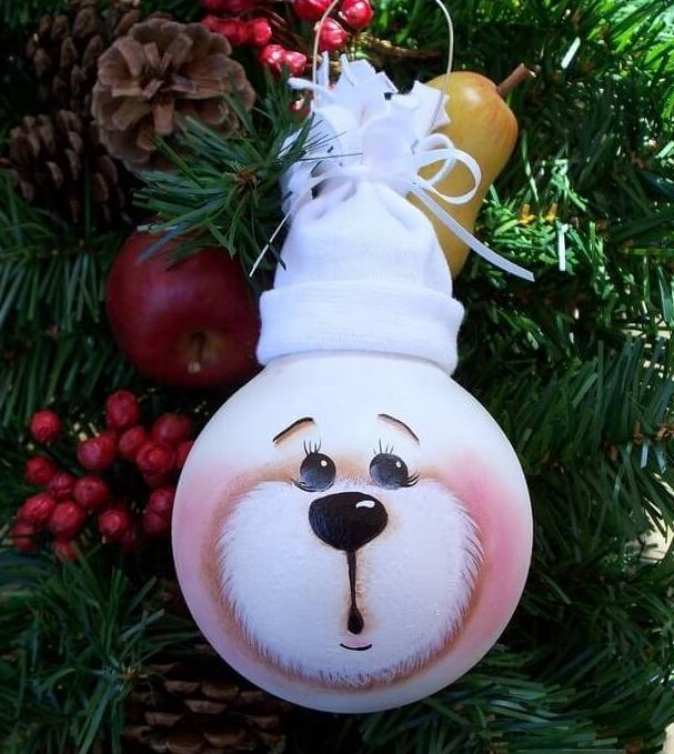 Поделка из лампочек новогодняя