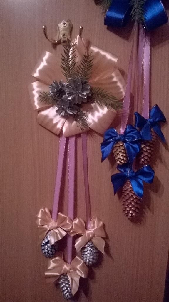 Новогодняя подвеска из атласных лент