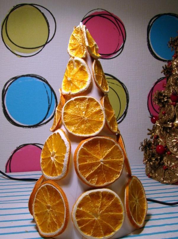 Поделка из засушенного апельсина