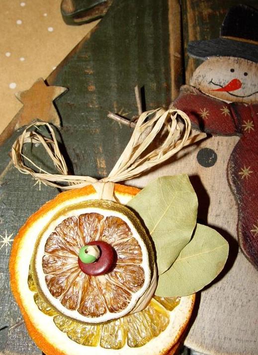 Подвеска из сухих апельсинов