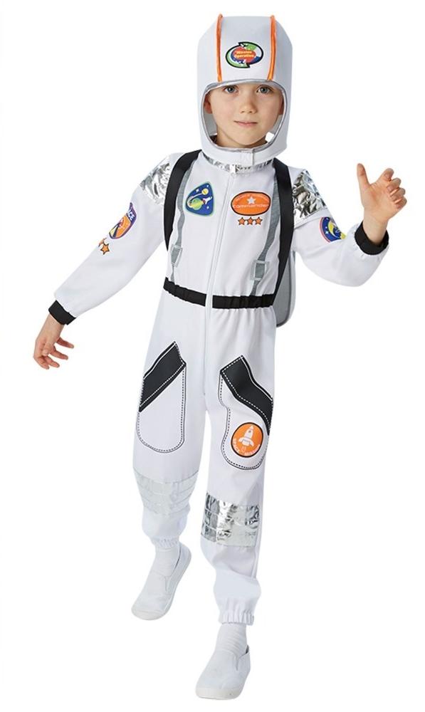 Мальчики в костюмах космонавтов