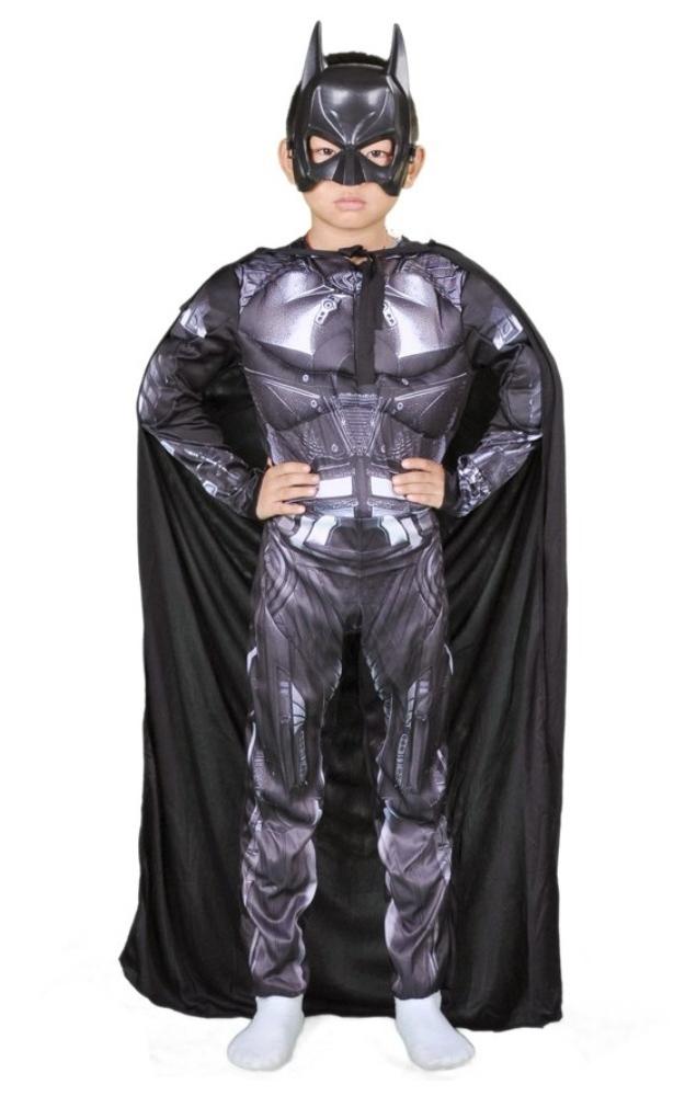 Мальчик в костюме Тора и Бэтмена