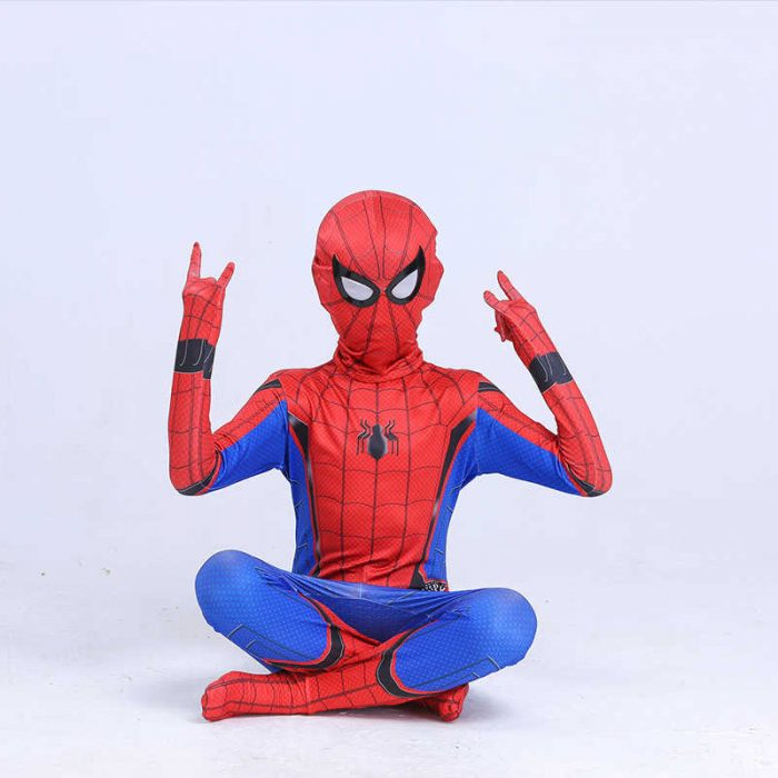 ребенок в костюме человека паука