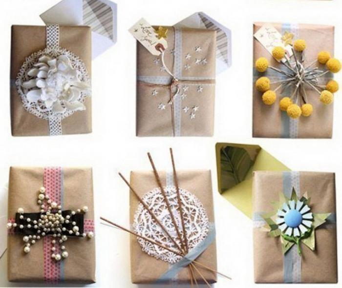 Идеи упаковки подарков для Нового года − цветы и бусины
