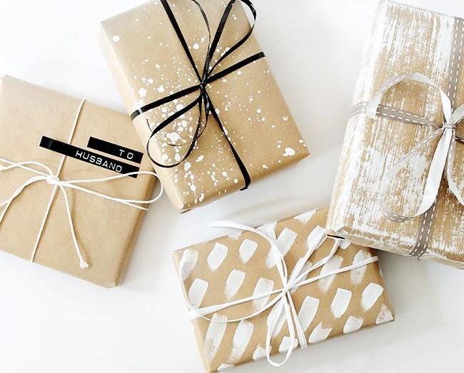 Идеи упаковки подарков − красивые ленты с бантом