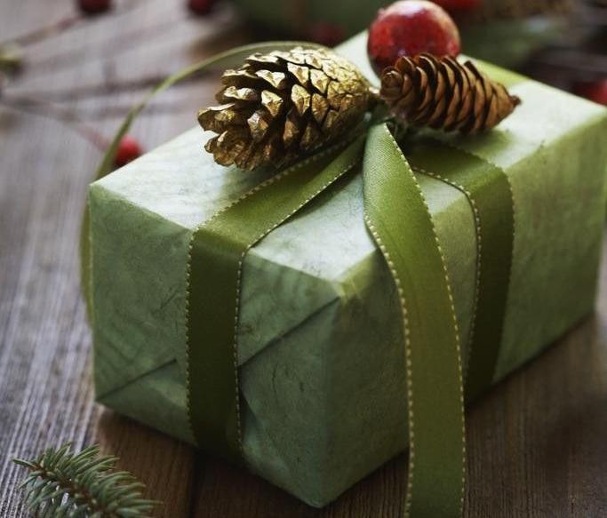 Идеи упаковки новогодних подарков − шишки