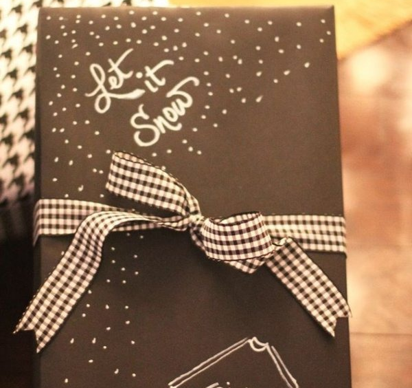 Красивая упаковка новогодних подарков − лента