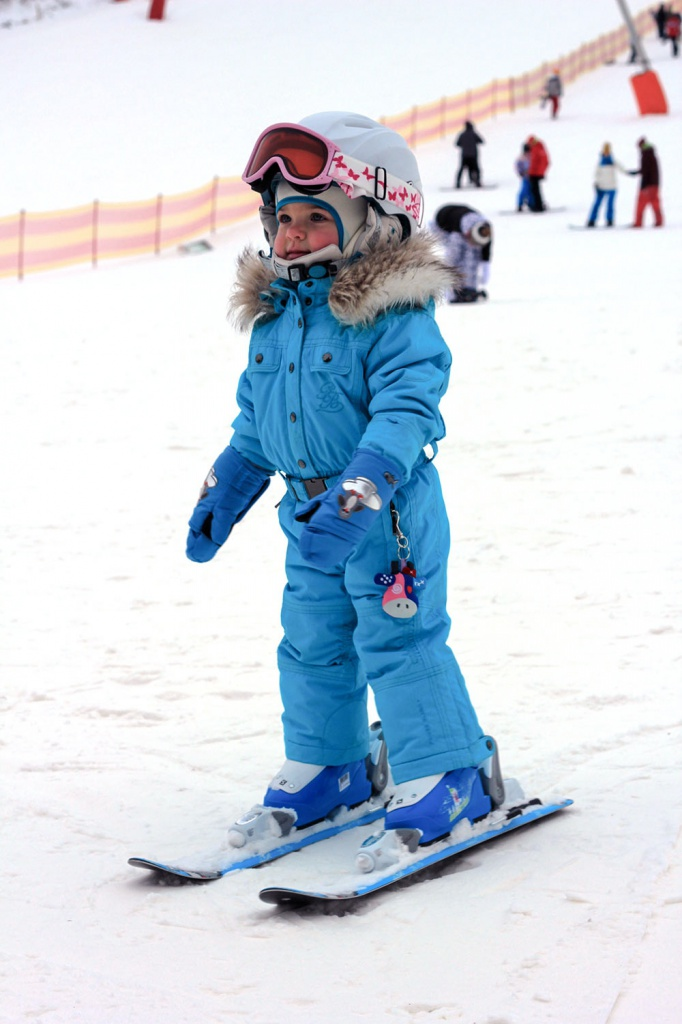 Ребёнок на горных лыжах