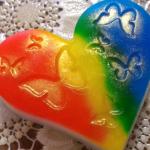 Разноцветное мыло-сердечко