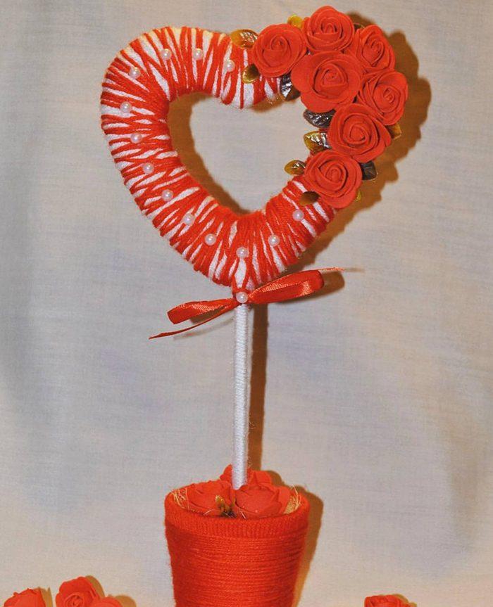 Сердечко из шерстяных ниток для вязания и цветов