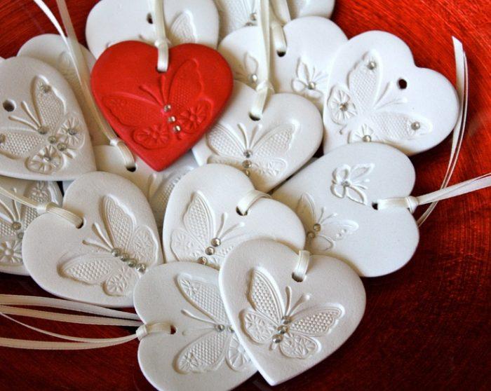 Сердечки с отпечатками бабочек