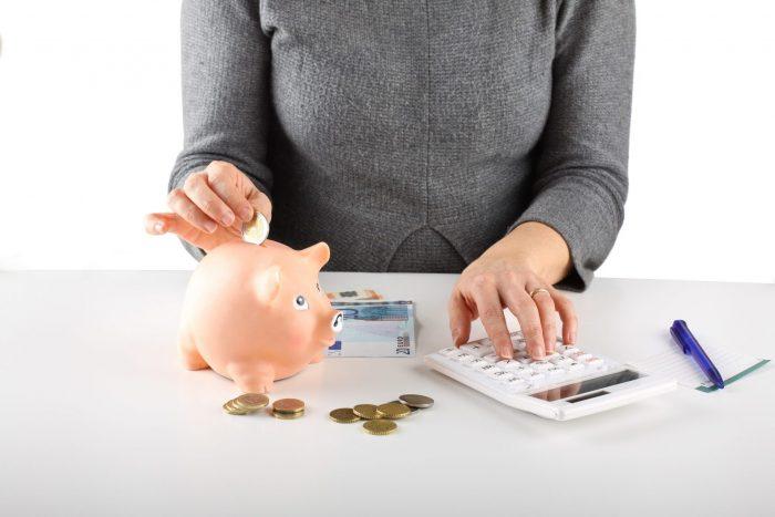 Девушка планирует бюджет