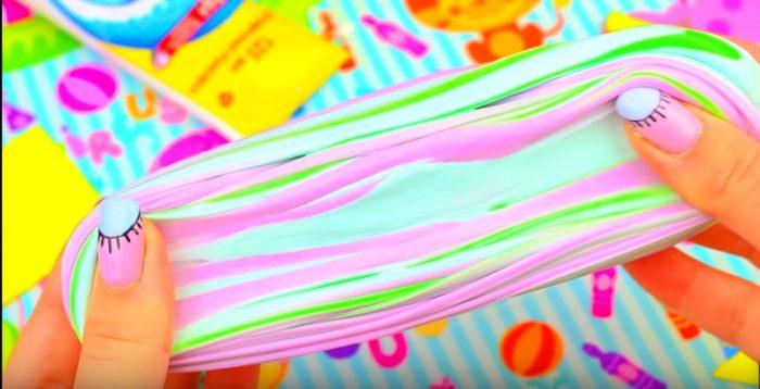 Слайм из разноцветной зубной пасты