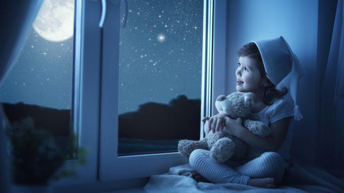 Малыш в лунном свете