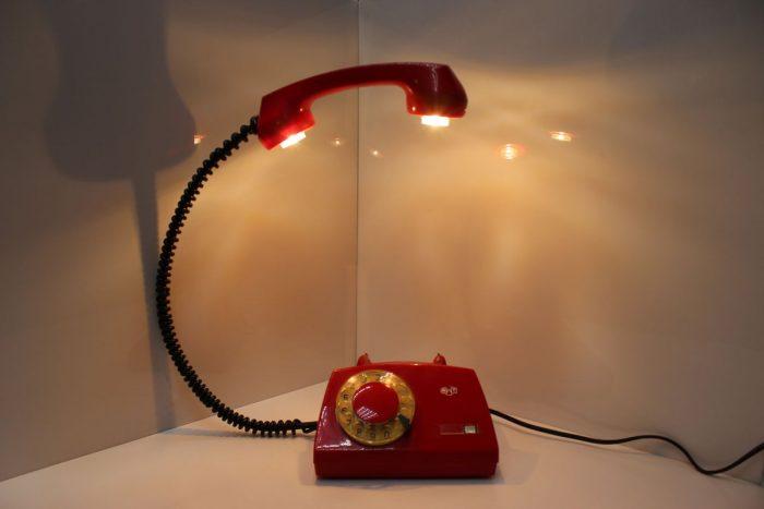 Светильник из старого телефона