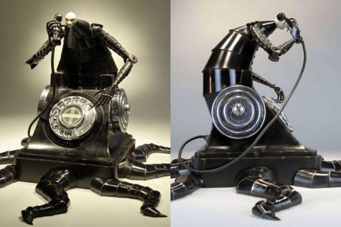 Скульптура из старого телефона